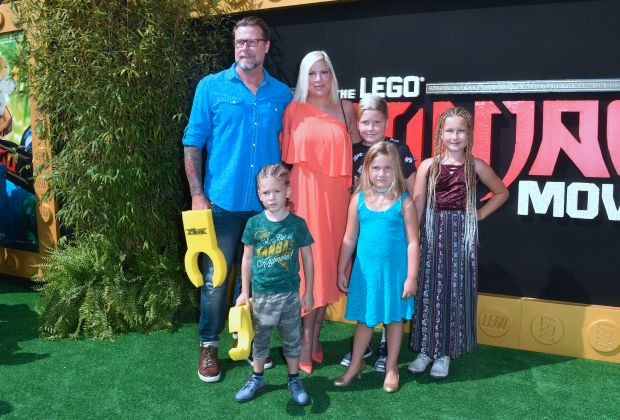 Actress Tori Spelling and family arrive for the premiere of The Lego Ninjago Movie in Los Angeles, California on September 16, 2017. / AFP PHOTO / FREDERIC J. BROWN (Photo credit should read FREDERIC J. BROWN/AFP/Getty Images)