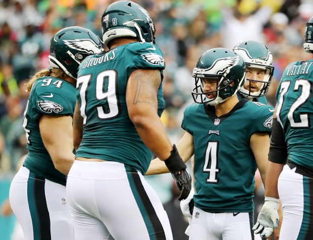 PHILADELPHIA, PA - OCTOBER 29: Jake Elliott #4 of the Philadelphia Eagles is congratulated by teamamtes Beau Allen #94 and Brandon Brooks #79 after Elliott kicked a field goal in the first quarter against the San Francisco 49ers on October 29, 2017 at Lincoln Financial Field in Philadelphia, Pennsylvania. (Photo by Elsa/Getty Images)