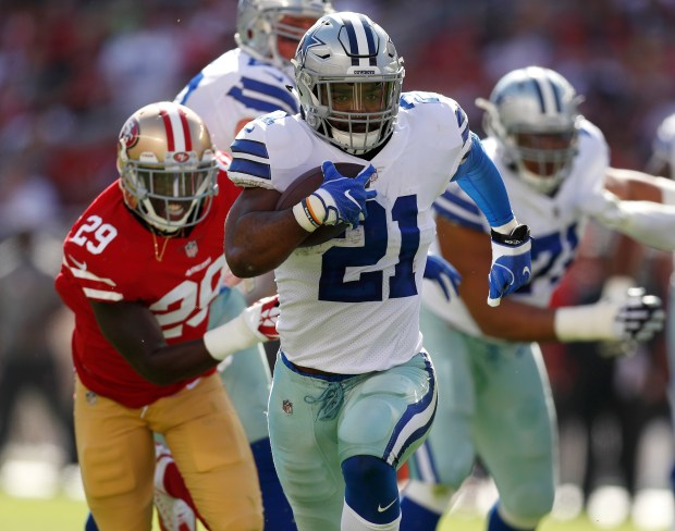 Dallas Cowboys' Ezekiel Elliott (21) runs in for a touchdown against the San Francisco 49ers in the first quarter of their NFL game at Levi's Stadium in Santa Clara, Calif. on Sunday, Oct. 22, 2017. (Nhat V. Meyer/Bay Area News Group)
