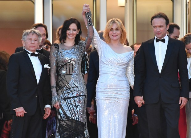 (From L) French-Polish director Roman Polanski, French actress Eva Green, French actress Emmanuelle Seigner and French actor Vincent Perez pose as they leave on May 27, 2017 following the screening of the film 'Based on a True Story' (D'Apres une Histoire Vraie) at the 70th edition of the Cannes Film Festival in Cannes, southern France. / AFP PHOTO / Alberto PIZZOLI (Photo credit should read ALBERTO PIZZOLI/AFP/Getty Images)