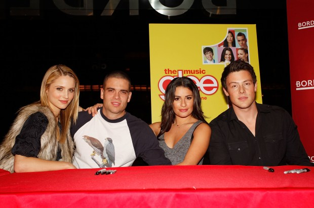 "NEW YORK - NOVEMBER 03: (L-R) Actors Dianna Agron, Mark Salling, Lea Michele and Cory Monteith attend the cast of ""Glee"" Signing copies of ""Glee: The Music Vol. 1"" at Borders Books & Music, Columbus Circle on November 3, 2009 in New York City. (Photo by Joe Kohen/Getty Images for Columbia Records)"
