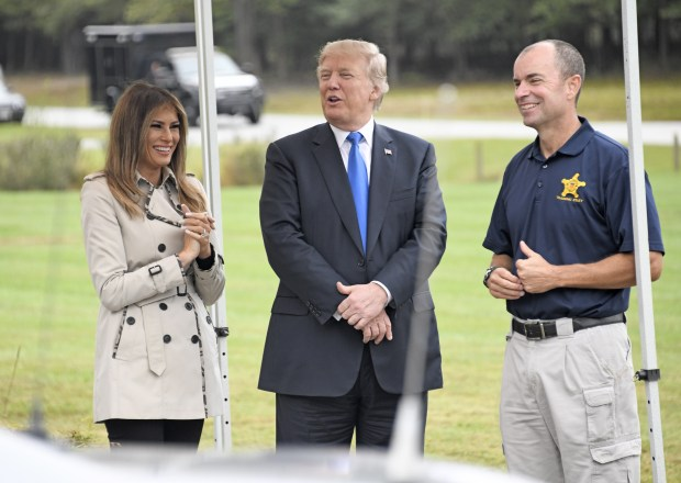 BELTSVILLE, MD - OCTOBER 13: (AFP OUT) U.S. President Donald Trump and first lady Melania Trump tour the U.S. Secret Service James J. Rowley Training Center on October 13, 2017 in Beltsville, Maryland. (Photo by Ron Sachs - Pool/Getty Images)