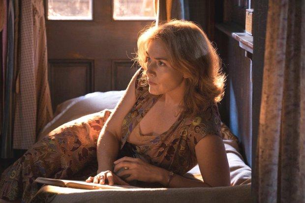 """Kate Winslet channels Blanche DuBois in """"Wonder Wheel."""" (JessicaMiglio/Amazon Studios)"""