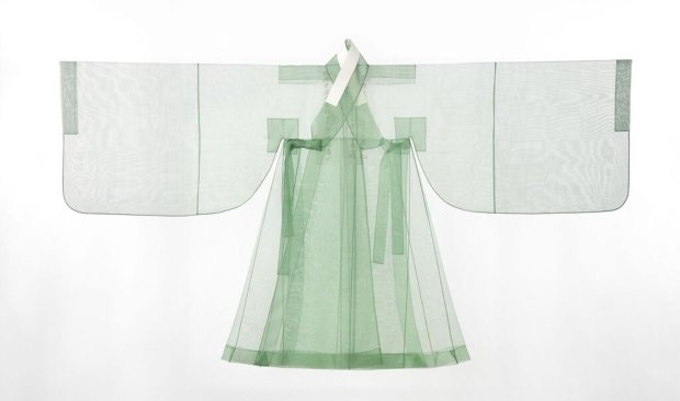 King Yeongjo's outer robe (dopo), 2015. Reconstruction based on a pre-1740garment. Silk. (Photograph © Arumjigi Culture Keepers Foundation)