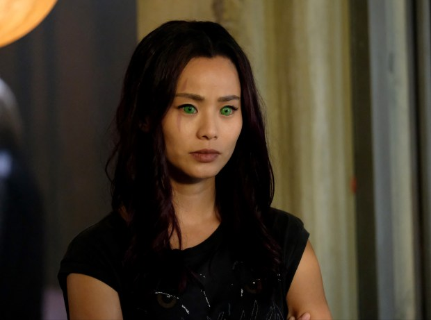 "THE GIFTED: Jamie Chung in the ""outfoX"" episode of THE GIFTED airing Monday, Dec. 4 (9:00-10:00 PM ET/PT) on FOX. ©2017 Fox Broadcasting Co. Cr: Eliza Morse/FOX"