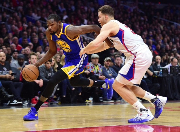 LOS ANGELES, CA - DECEMBER 07: Kevin Durant #35 of the Golden State Warriors drives on Blake Griffin #32 of the LA Clippers during the first half at Staples Center on December 7, 2016 in Los Angeles, California. NOTE TO USER: User expressly acknowledges and agrees that, by downloading and or using this photograph, User is consenting to the terms and conditions of the Getty Images License Agreement. (Photo by Harry How/Getty Images)