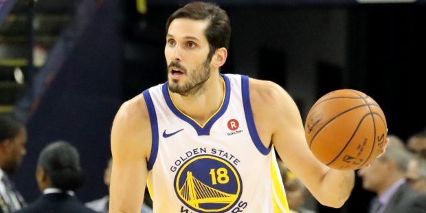 Golden State Warriors' Omri Casspi (18) dribbles the ball against the Dallas Mavericks in the first half of an NBA game at Oracle Arena in Oakland, Calif., on Thursday, Dec. 14, 2017. (Ray Chavez/Bay Area News Group)