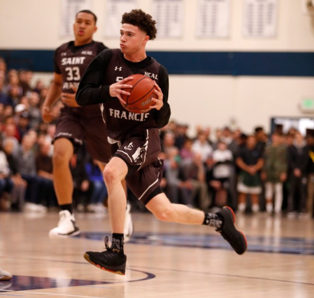 St. Francis's Logan Johnson (2) dribbles against Bellarmine College Prep in the first quarter at Bellarmine College Prep in San Jose, Calif., on Tuesday, January 23, 2018. (Nhat V. Meyer/Bay Area News Group)