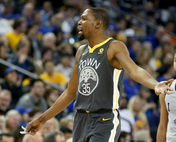 Golden State Warriors' Kevin Durant (35) shows his frustration in the second period of a NBA game against the San Antonio Spurs at Oracle Arena in Oakland, Calif., on Saturday, Feb. 10, 2018. (Anda Chu/Bay Area News Group)