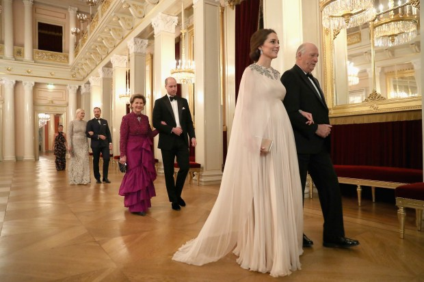 OSLO, NORWAY - FEBRUARY 01: Catherine, Duchess of Cambridge (second right) is escorted into dinner by King Harald V of Norway and Prince William, Duke of Cambridge (C) is ecorted by Queen Sonja of Norway at the Royal Palace on day 3 of their visit to Sweden and Norway on February 1, 2018 in Oslo, Norway. (Photo by Chris Jackson - Pool/Getty Images)