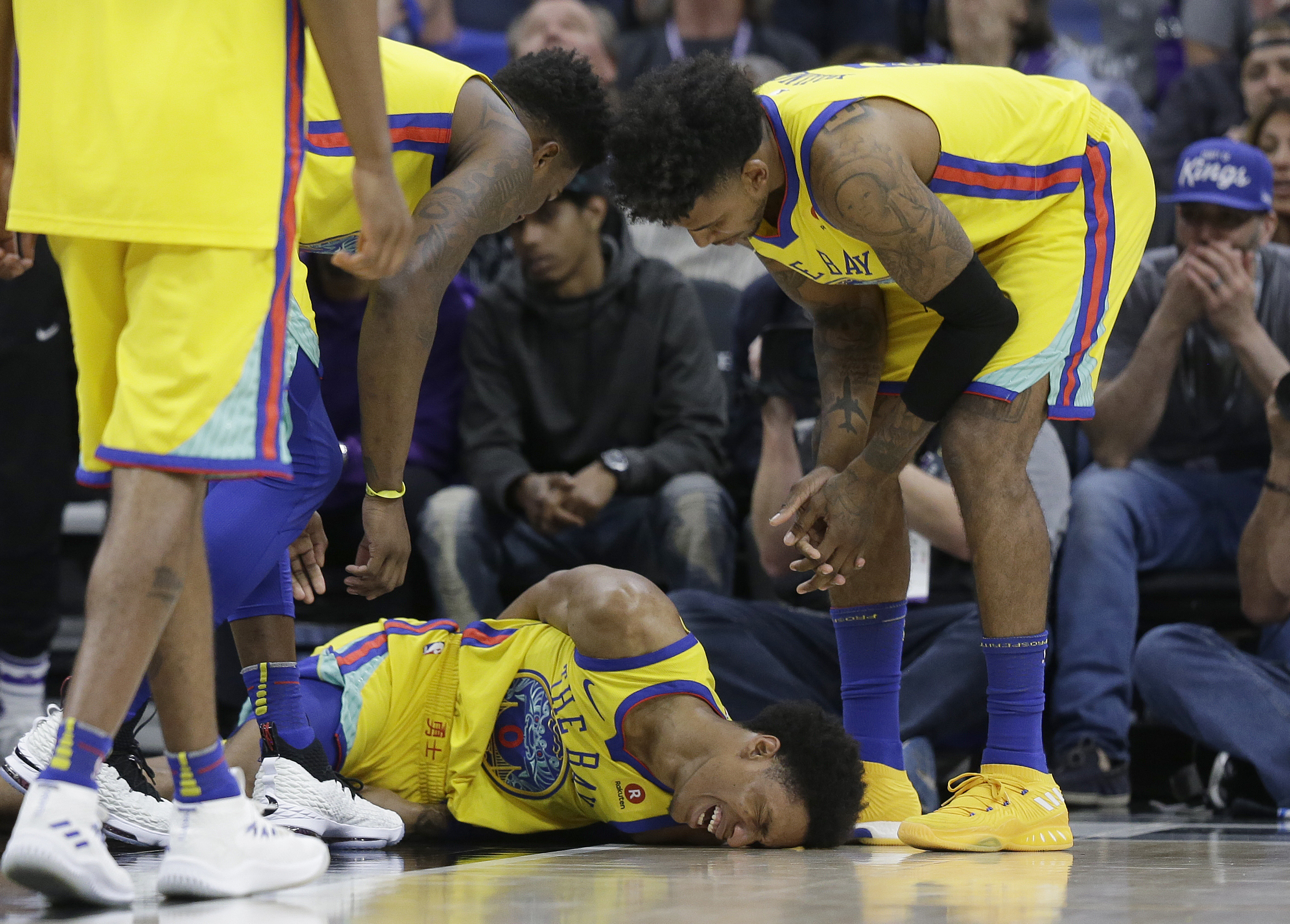 Warriors' Patrick McCaw Stretchered Off Court After Injury in Kings Game