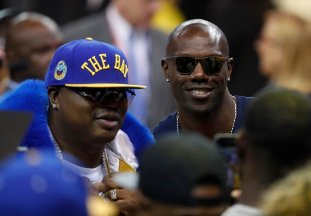 Former San Francisco 49ers receiver Terrell Owens, right, poses for pictures with rapper E-40 following the Golden State Warriors 122-103 win over the Cleveland Cavaliers for Game 2 of the NBA Finals at Oracle Arena in Oakland, Calif., on Sunday, June 3, 2018. (Nhat V. Meyer/Bay Area News Group)