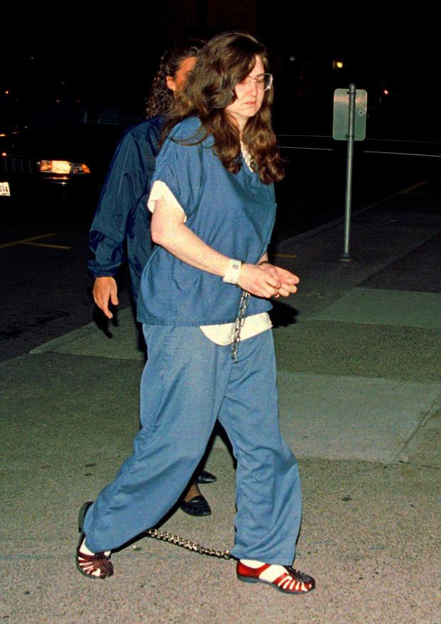 反堕胎活动家谁开枪堪萨斯医生,攻击加州诊所解放