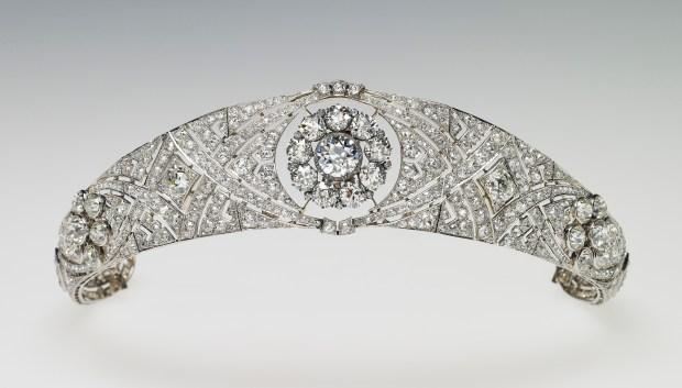 the meghan markle bridezilla report tiara demand irks queen the meghan markle bridezilla report