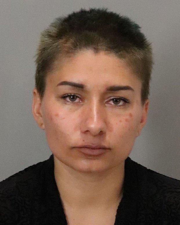 米尔皮塔斯警方以涉嫌住宅入室盗窃罪逮捕了一名女子
