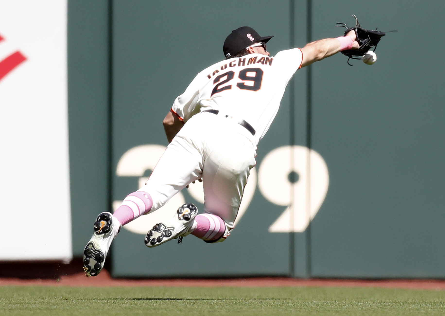 Giants miss series sweep against Padres as Cueto is roughed up