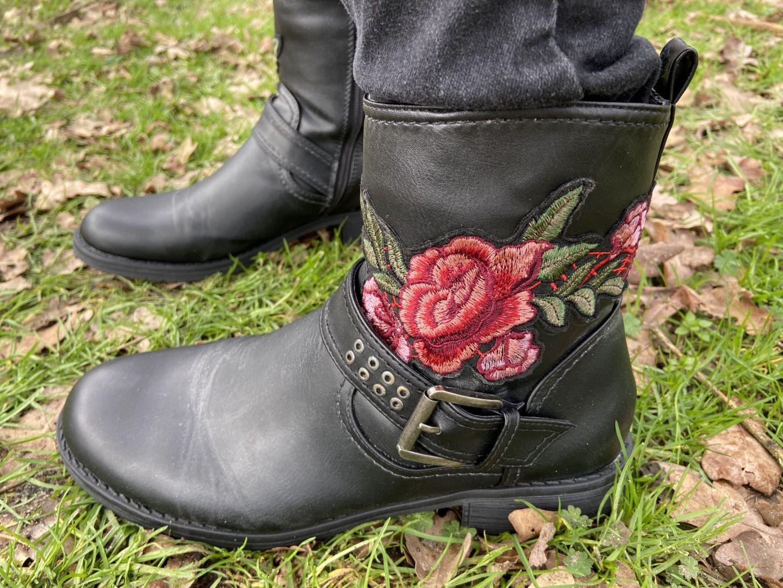 Uniek fashion item: laarzen met bloemen