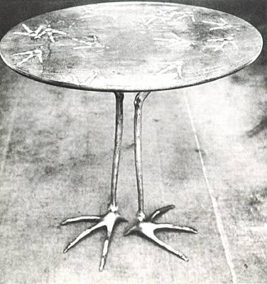 Meret Oppenheim, Tisch mit Vogelfüßen