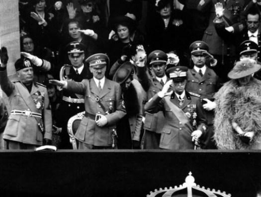 Vittorio Emanuele III con Hitler e Mussolini