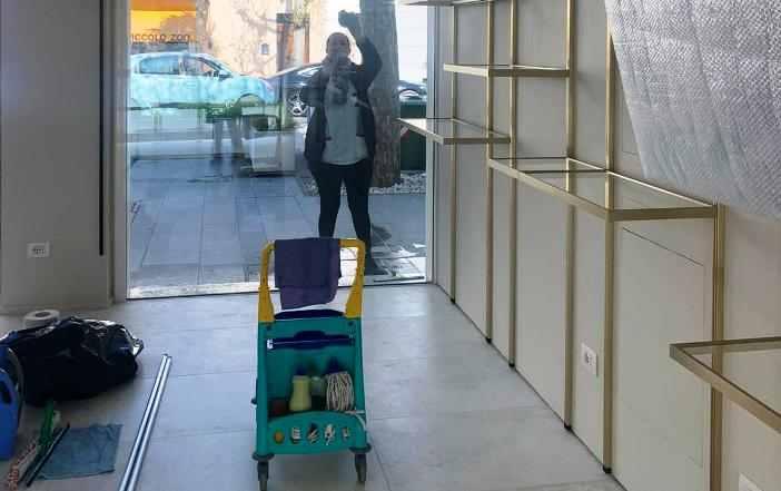 Pulizia vetrate negozio Civitanova Marche-1