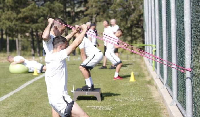 CRNO-BELI PORANILI: Partizan odradio prvi trening na Zlatiboru