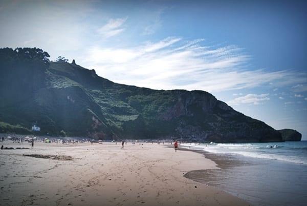 Andrín, playa de EL Orfanato