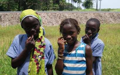 Gambia, niños
