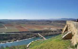 Vistas puente medieval de San Vicente de la Sonsierra