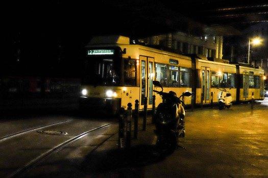 Spårvagn i berlinnatten