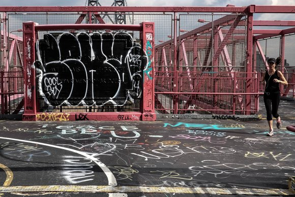 Williamsburg-Bridge-jogger-(1-av-1)