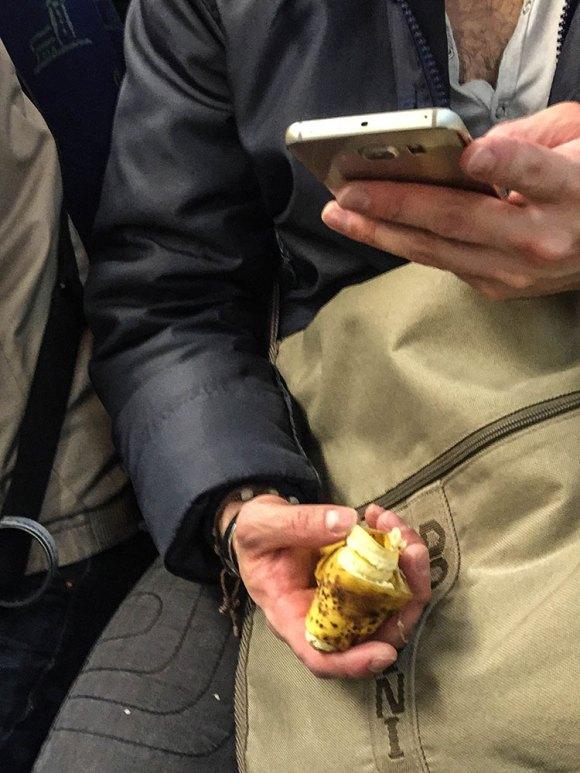 mobil-och-bananskal-(1-av-1)
