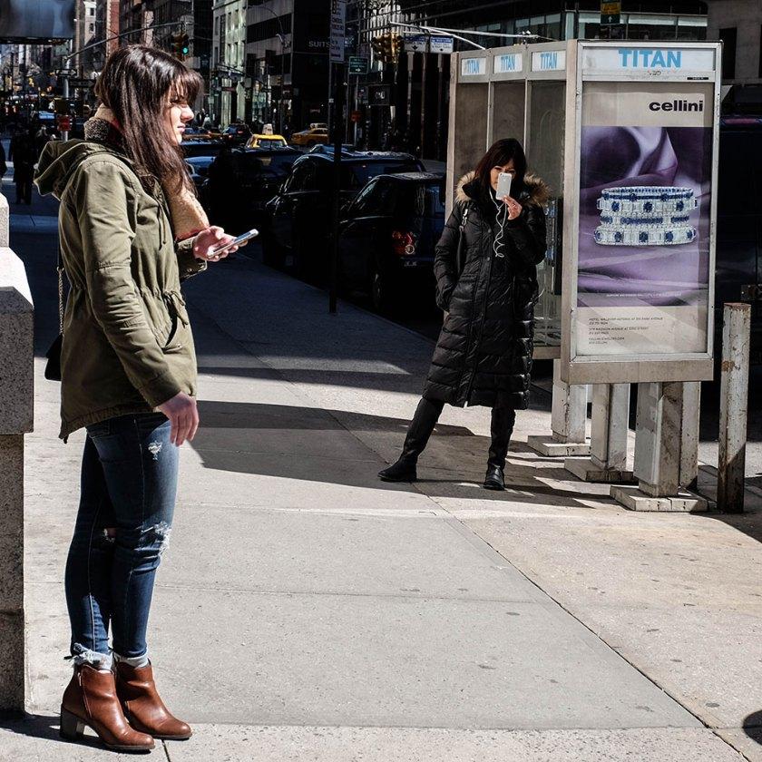 cellphone-women-(1-av-1)