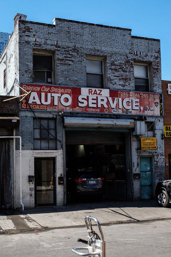 Auto-Service-cityscape