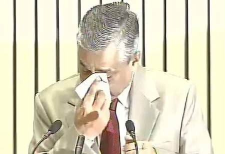 CJI TS Thakur was seen in tears while discussing the issue of over burdened judiciary.