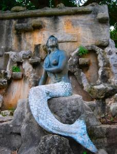 Sirena, Guam