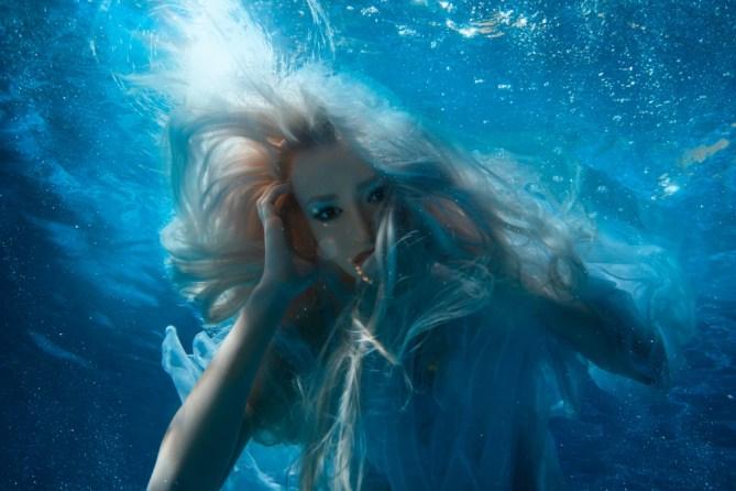 blonde-mermaid-swimming-in-water