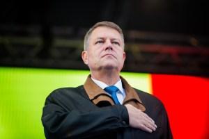"""Klaus Iohannis le-a promis celor 10.000 de sibieni din Piața Mare că va fi președintele tuturor românilor, dar, când va spune """"acasă"""", se va gândi la Sibiu"""