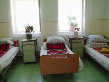 Dormitor din Centrul de Recuperare și Reabilitare Neuro–psihiatrică Râu Vadului   foto: DGASPC Sibiu