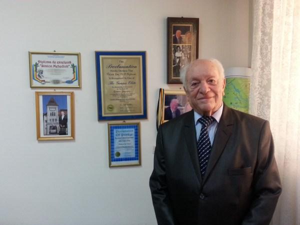 """Prof.univ.dr. Ion VELCEA, fondator al Universităţii Creştine """"Dimitrie Cantemir"""" şi prorector al Universităţii Creştine """"Dimitrie Cantemir"""" Bucureşti"""