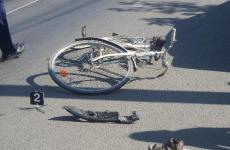 Un biciclist a ajuns la spital după ce a fost lovit de un autoturism condus de un șofer beat în Mediaș