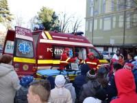 Pompierii sibieni, alături de copiii Școlii Speciale