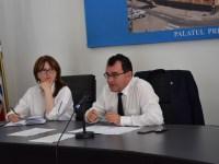 Prefectul Lucian Radu și subprefectul Olimpia Prislopean