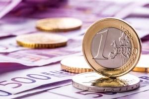 Euro urcă spre 4,66 lei