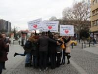 Sibienii au primit îmbrățișări gratuite din partea studenților | GALERIE FOTO