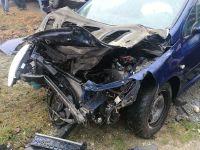 Un șofer imprudent a intrat cu mașina într-o conductă de gaz