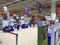 Carrefour introduce și la Sibiu casele de marcat inteligente, unde cumpărătorii își scanează singuri produsele