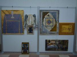 """Expoziţia """"Crucea, de la comunitate la comuniune"""", la Casa Artelor"""