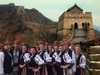 Sibienii aștern tricolorul pe Marele Zid Chinezesc