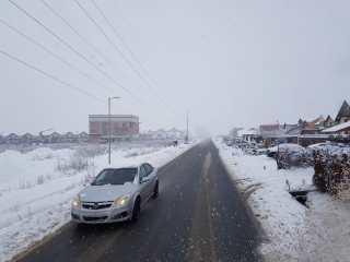 Drumarii sunt la datorie. Zăpada nu a blocat nici un drum județean în Sibiu