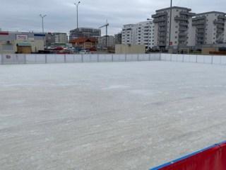 Cel mai mare patinoar din zona Sibiului s-a deschis la Shopping City